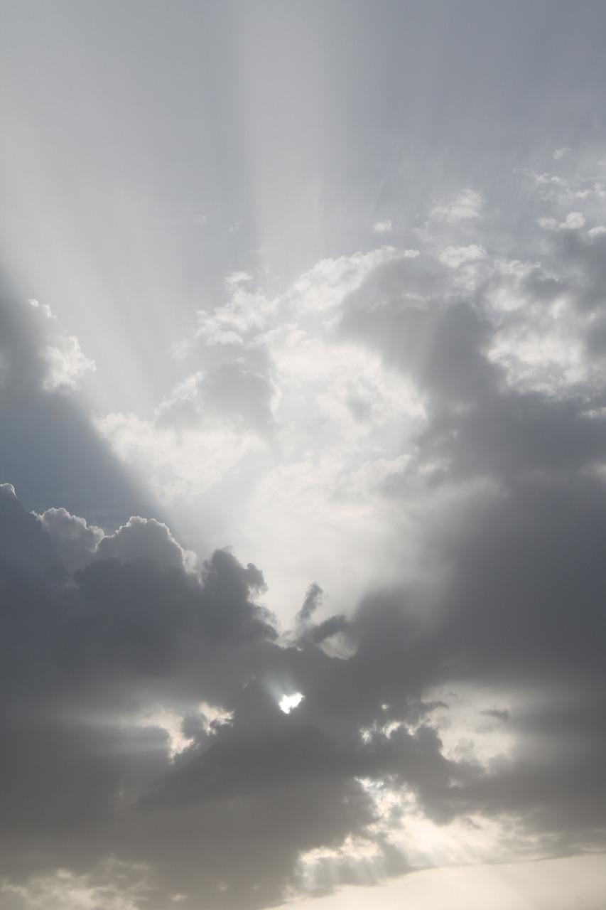 天空的太阳究竟是什么颜色?