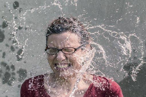 女性, スプラッシュ, 水, 顔, メガネ, 女の子, 軽食, 氷のバケツの挑戦