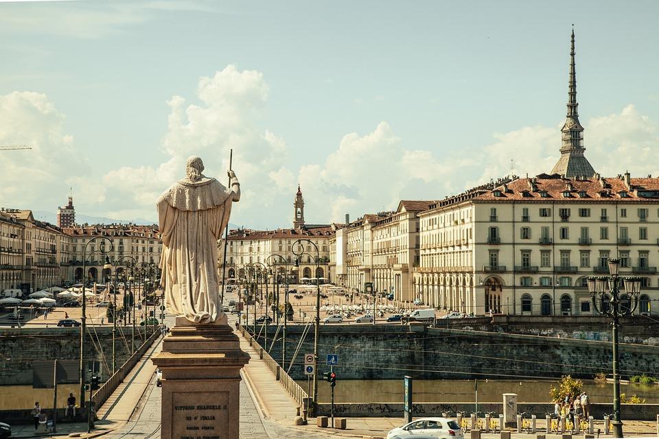 Piazza Vittorio, Torino, Włochy, Hotel, Ksiądz, Pomnik