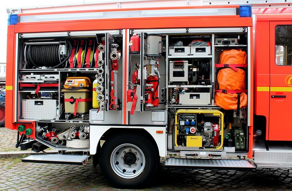 Grobreinigung von Fahrzeugen, Ausrüstungen und Geräten an der Einsatzstelle