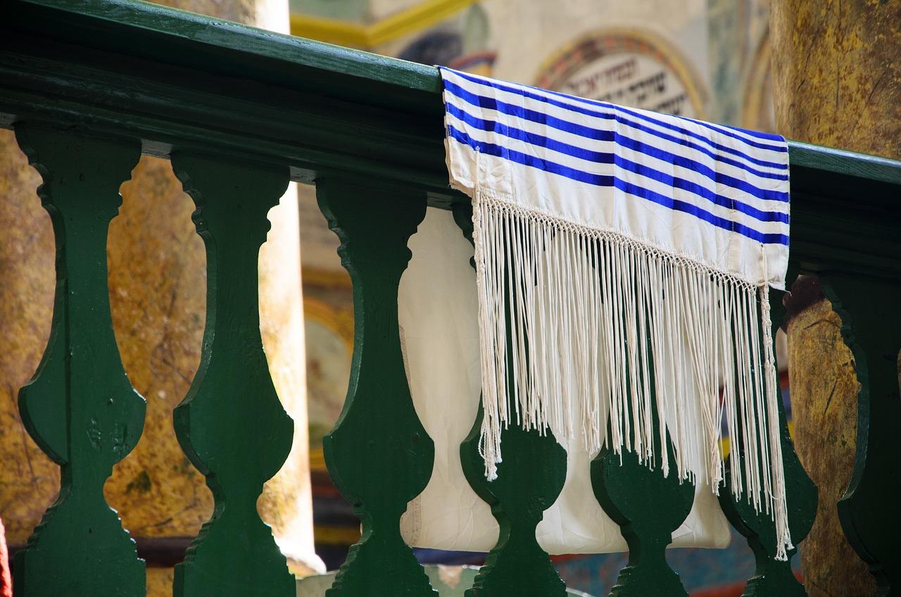 Tallit (Jewish prayer shawl)