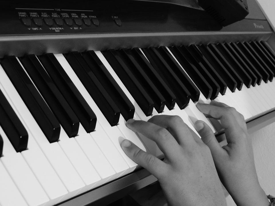 photo gratuite piano mains touches clavier image. Black Bedroom Furniture Sets. Home Design Ideas