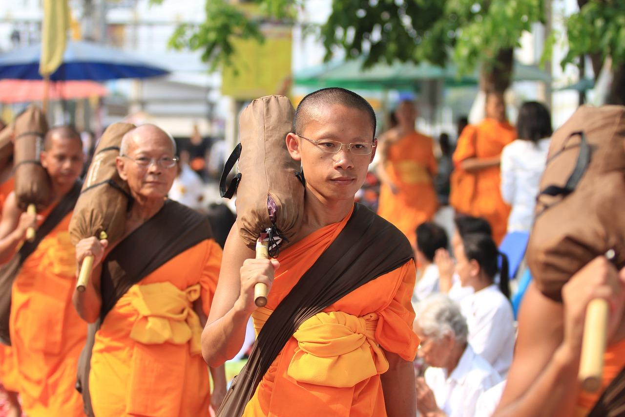 Если во сне вам привиделся монах-буддист, сонник felomena сулит быстрое пополнение финансов.