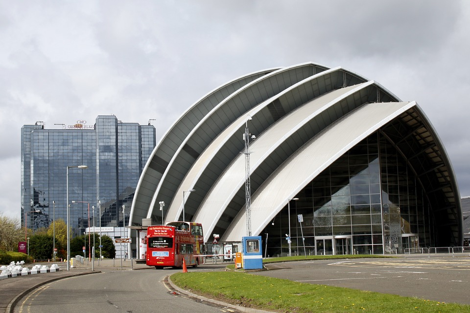 Photo gratuite b timent futuriste verre image for Architecture futuriste