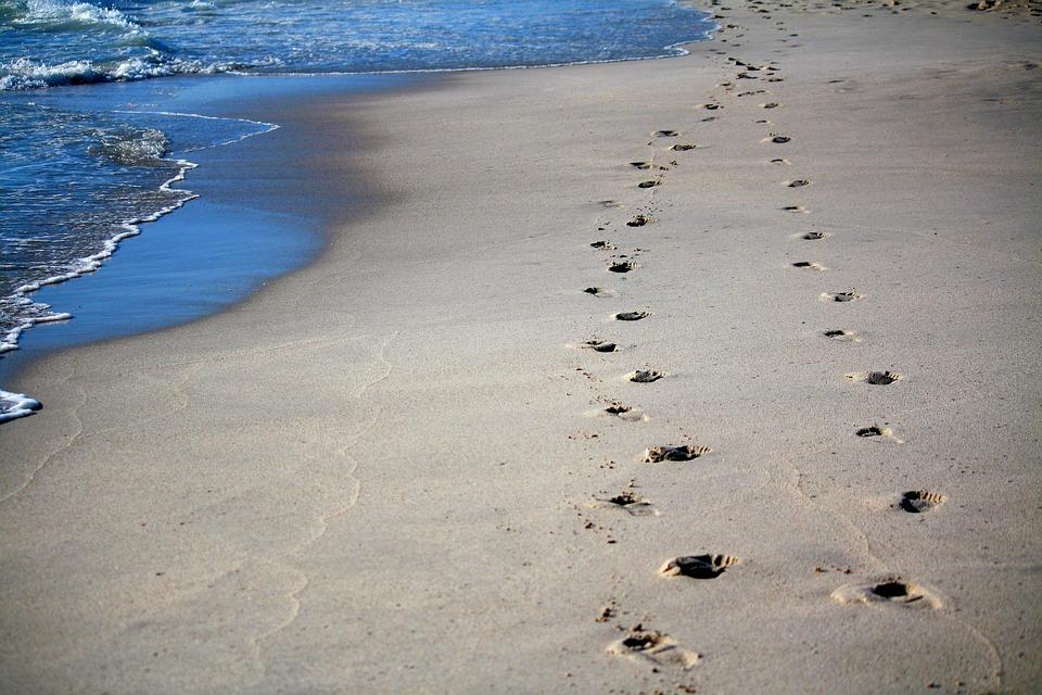 足跡, 砂, 海, オーシャン, 砂の中のトラック, トレース, ビーチ, 砂浜