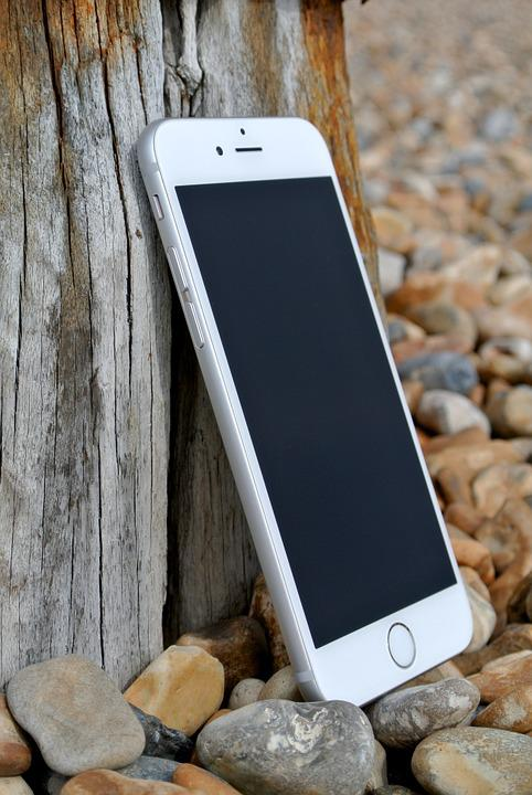 iphone-6-458155_960_720 【アイホン7・iPhone7plus】ドッグコネクター(充電口)修理やってます!!