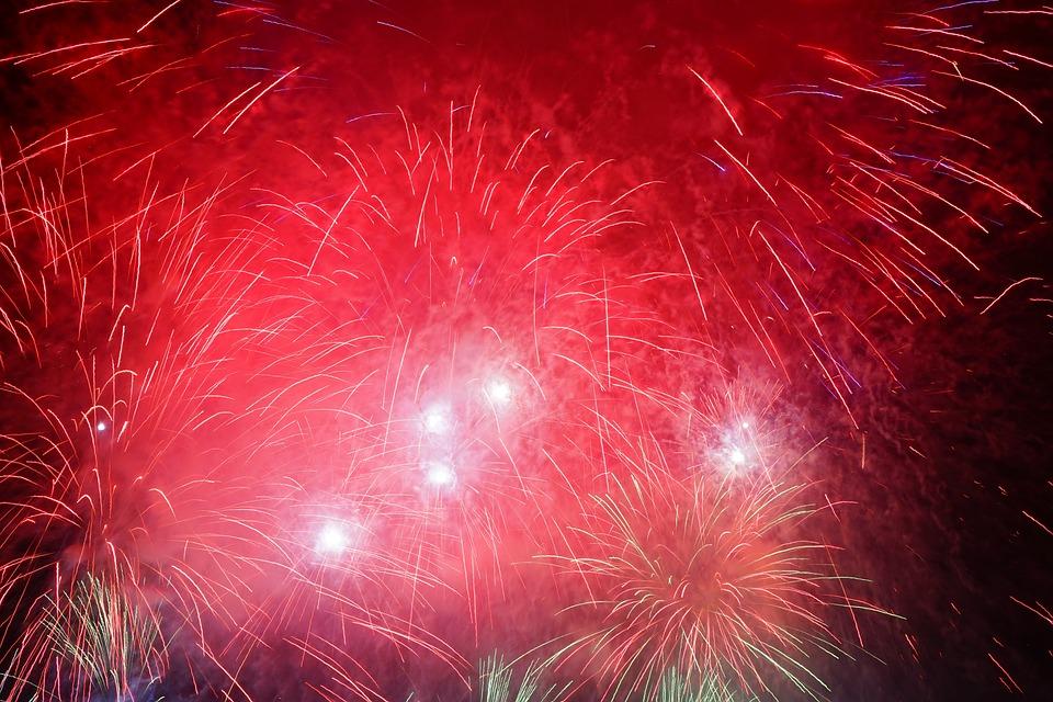 Kostenloses Foto Raketen Rot Feuerwerk Silvester