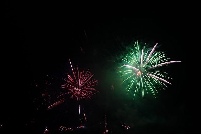 Foto gratis razzo verde fuochi d 39 artificio immagine - Immagini stampabili a razzo ...