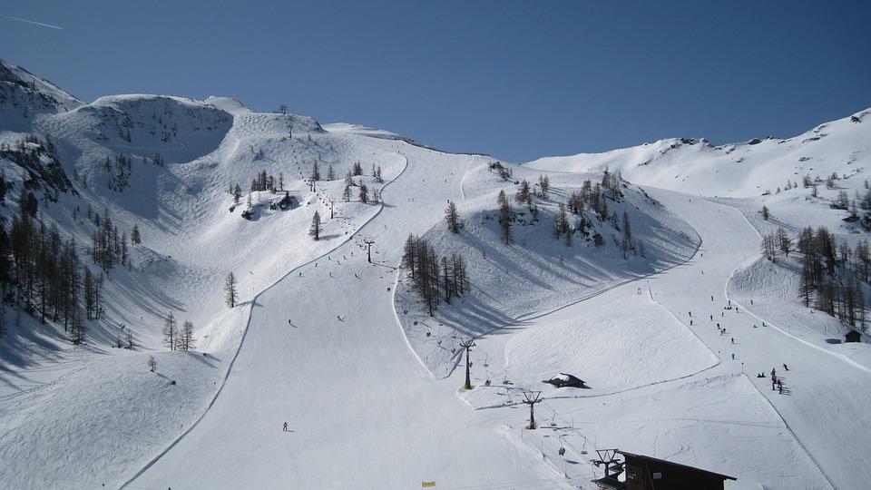 Piste de ski - Sport d'hiver - Ski - Hiver - Montagne - Vacances - SchoolMouv - Géographie - CM1