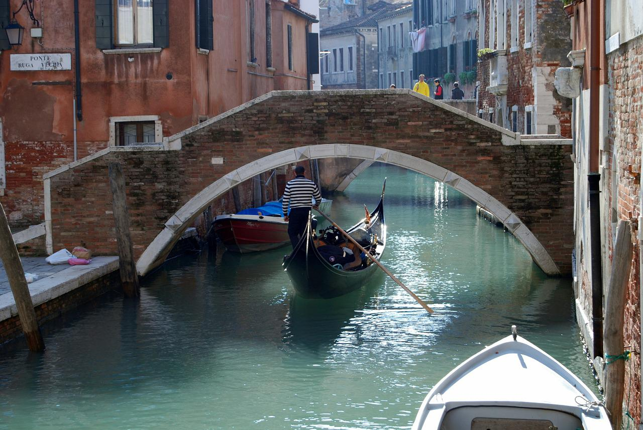 Свадьба в Венеции: типы лодок