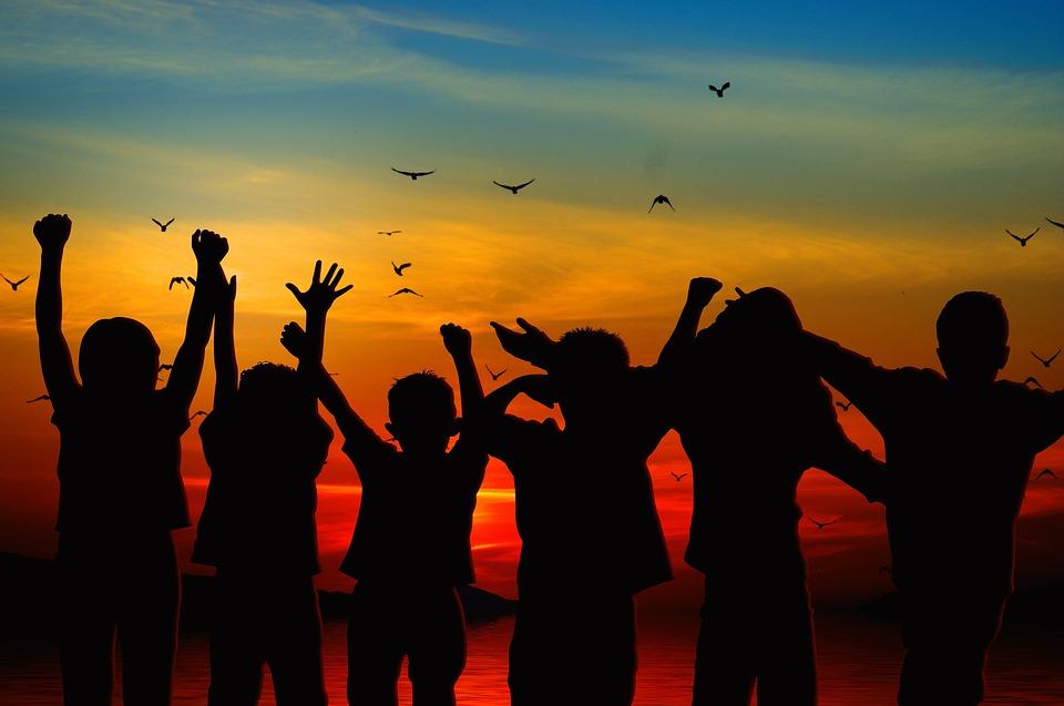 子供, シルエット, 乾杯, 肯定的です, ビュー, 喜び, 光, ビル, 休日, 陽気な, 熱意, 期待