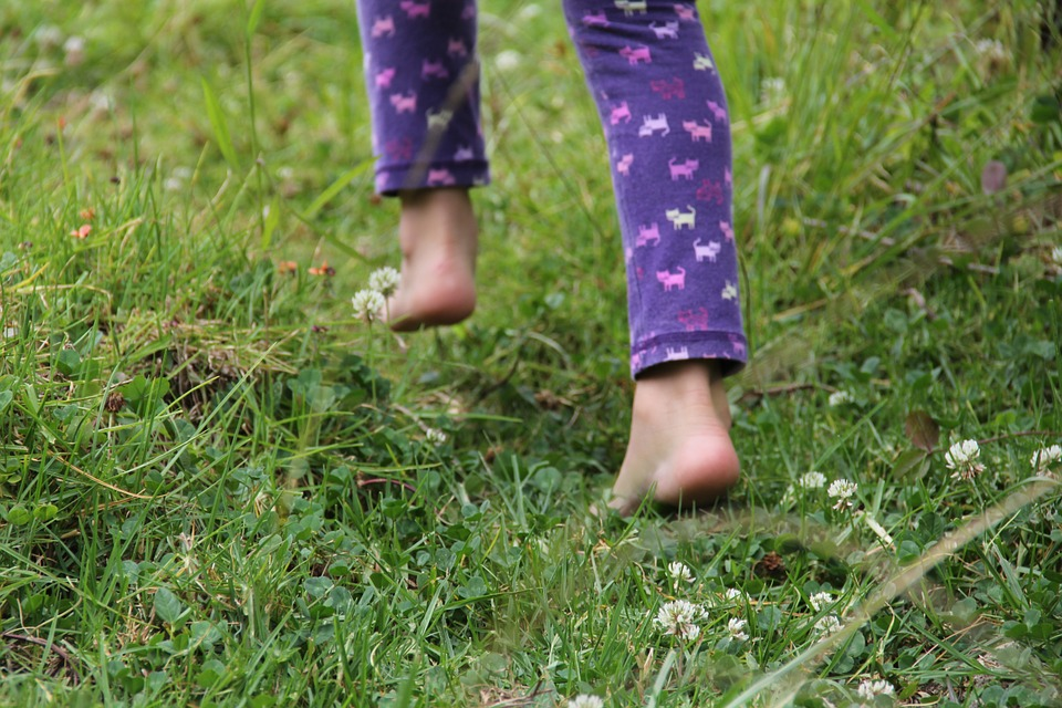 Barefoot, Child, People, Girl, Fingers, Feet, Relax
