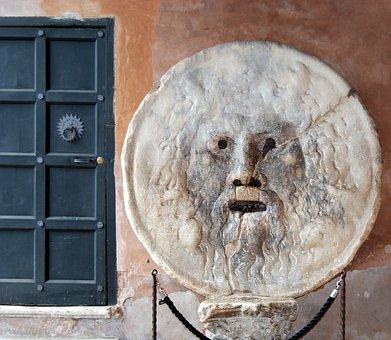Bocca della veritá, Italia