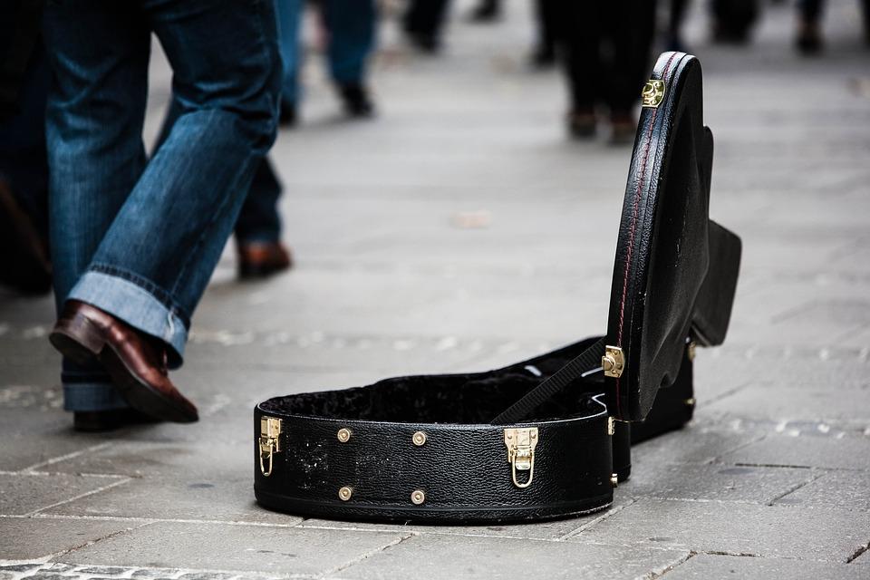 Estuche De Guitarra, Músicos De La Calle, Donar
