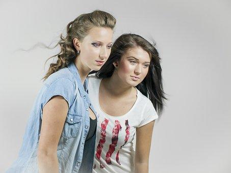 Dois, Duas Meninas, Dois Da Mulher