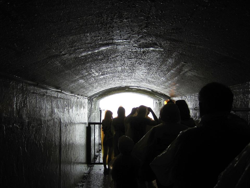 Niagara Falls Tunnel People Free Photo On Pixabay