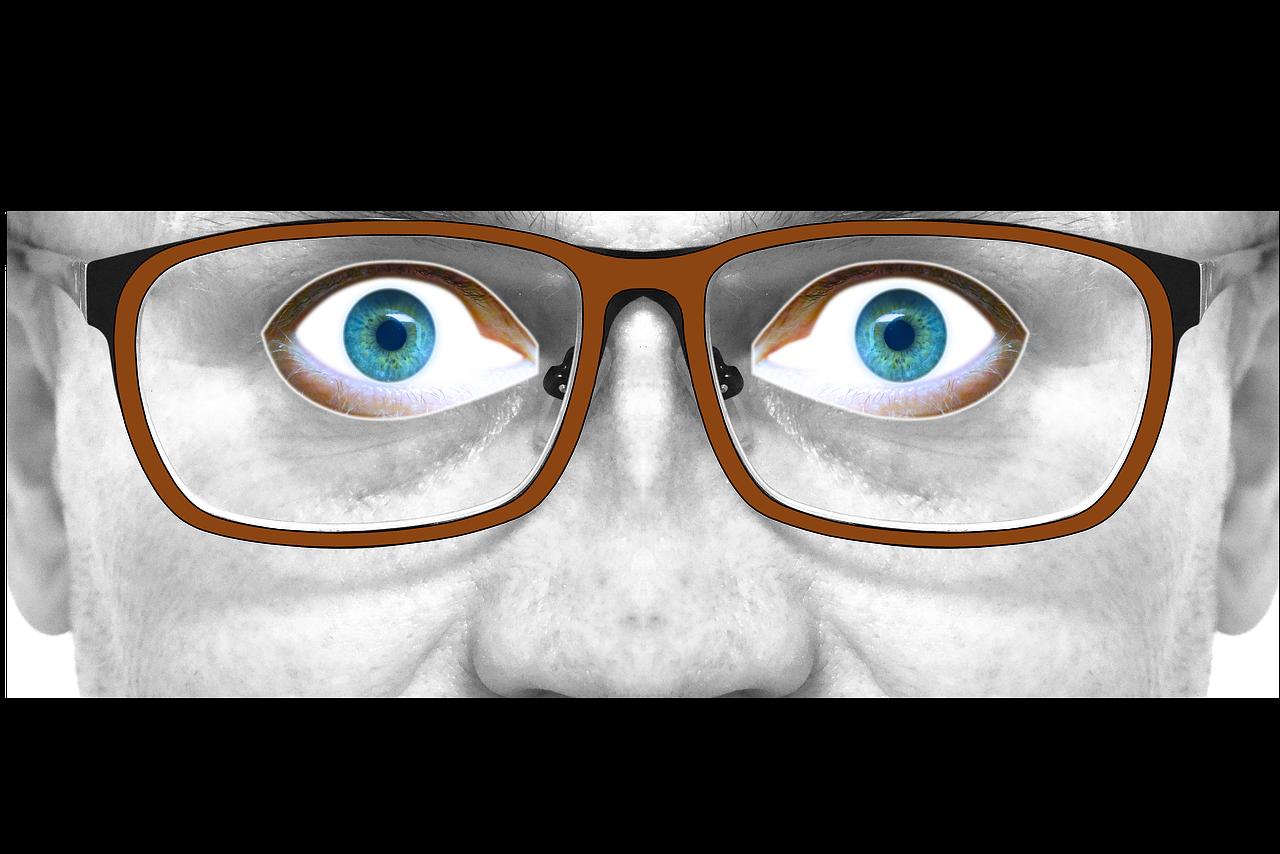 глаза за очками картинки зажимают его