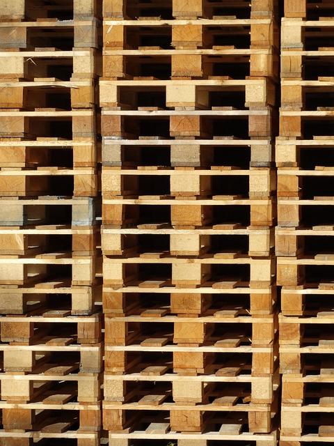 photo gratuite palettes en bois palettes pile image gratuite sur pixabay 493698. Black Bedroom Furniture Sets. Home Design Ideas