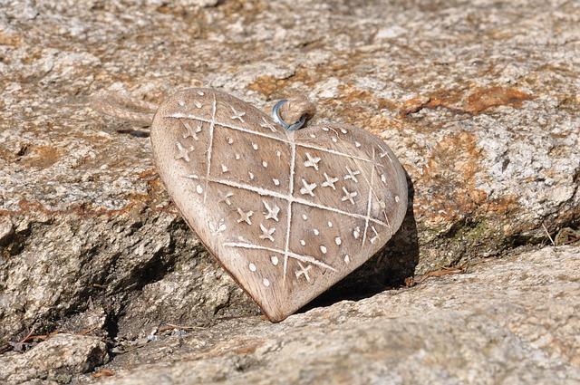coeur bois pierre photo gratuite sur pixabay. Black Bedroom Furniture Sets. Home Design Ideas
