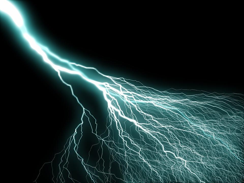 Bouffées De Chaleur, Orage, Electricité, Haute Tension