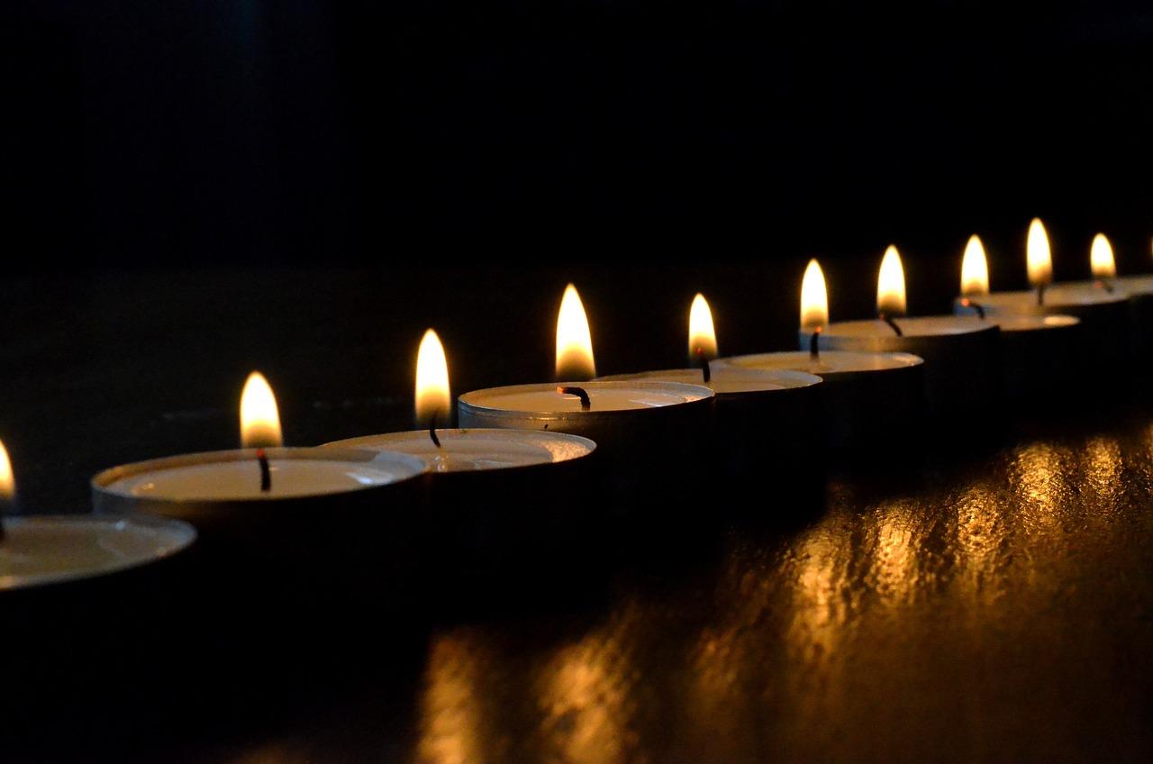 Траурное фото со свечами