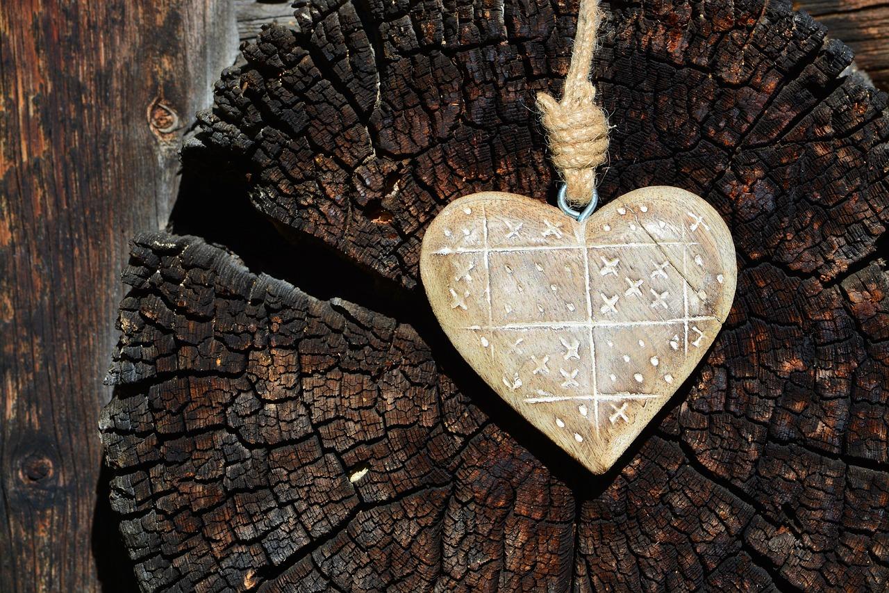 один картинки деревянных сердечек раз
