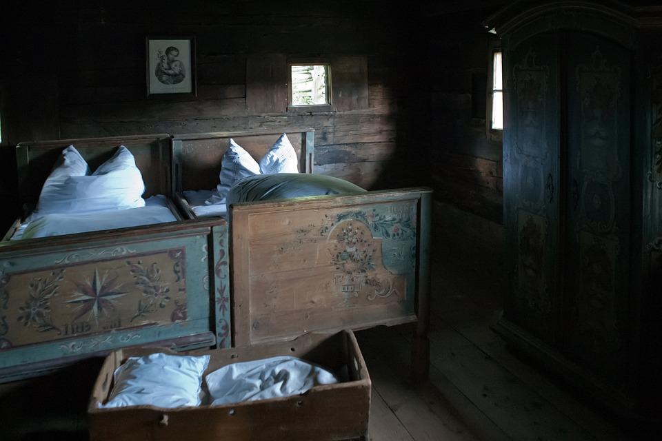 Alte Schlafzimmer Bilder #15: Bauernhaus Schlafzimmer Alte Handbemalte Betten