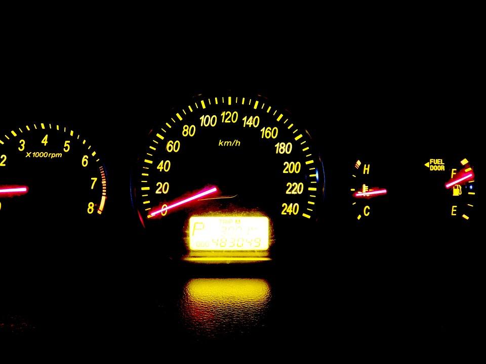 รถยนต์, แผงหน้าปัด, เครื่องวัดความเร็ว, หนึ่งล้านล้านคน