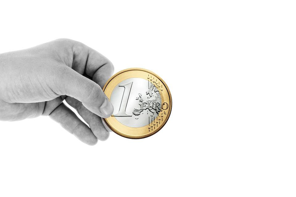 手, 維持, 指, ユーロ, コイン, お金, 通貨, 金融, 寄付, プレゼンテーション