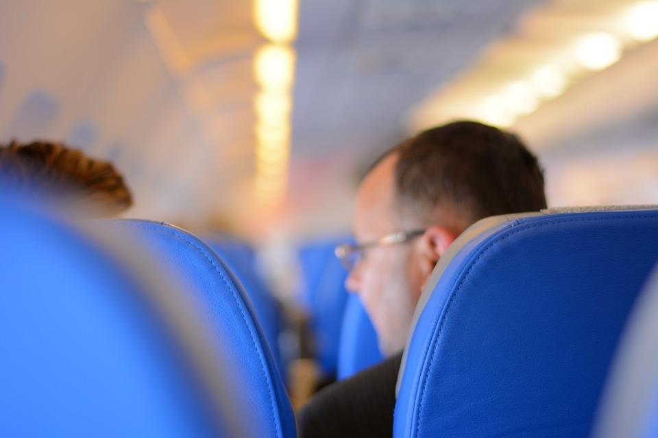 Penumpang di kabin pesawat