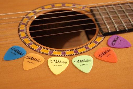 guitar-520715__340
