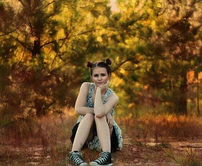 女の子, 座っている, ポーズ, 木, 林, 国, 若いです, 女性, 大人