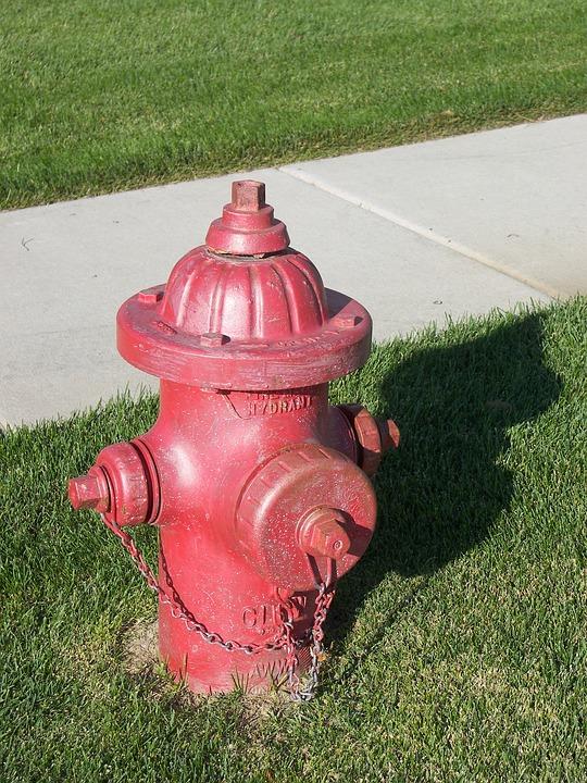 消火栓, 弁, 赤, 消火器, 歩道, 通り, プラグイン, パイプ, 水, 安全性, 予防, 緑の火