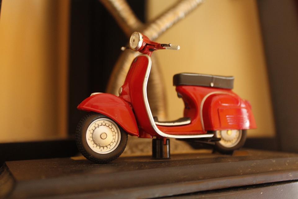 Skuter Mainan Anak Kecil Bahagia Transportasi