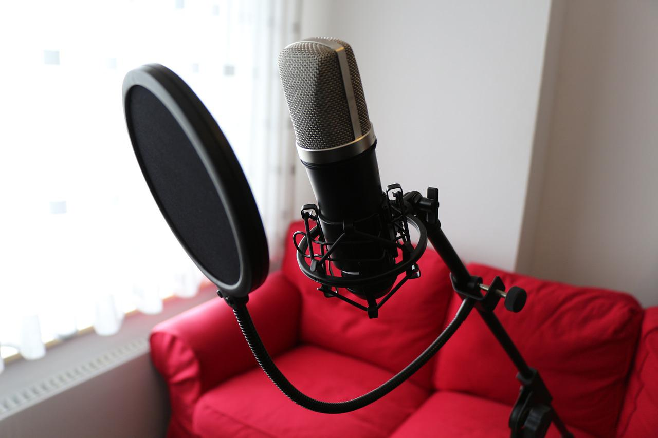 How Are Condenser Mics Different From Dynamic Mics?