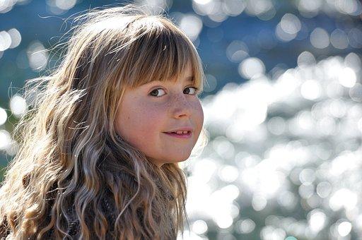 孩子, 女孩, 金发, 长长的头发, 微笑, 水
