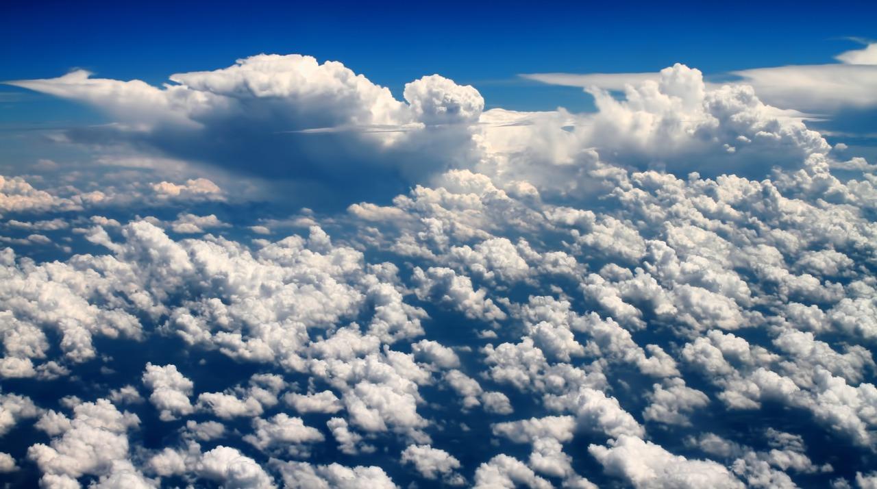 фото красивое облачное небо видно фото, цветение