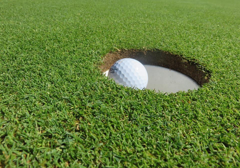 golf ball at lake of lsles