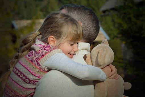 Padre Hija Niño Hombre Abrazo Nos Vemos Fe
