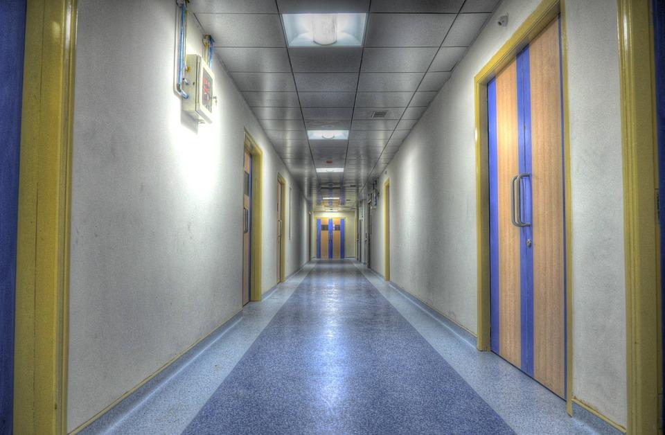Sairaala Alley Käytävä · Ilmainen valokuva Pixabayssa