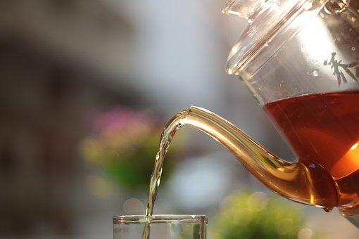 茶, 黒茶, ガラスの水差し