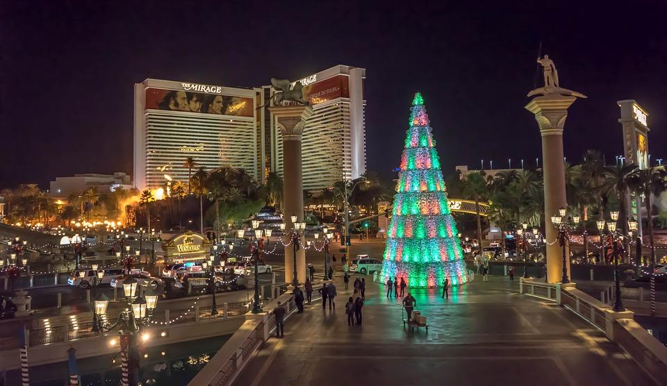 venetian las vegas christmas tree illuminated - Las Vegas Christmas 2014
