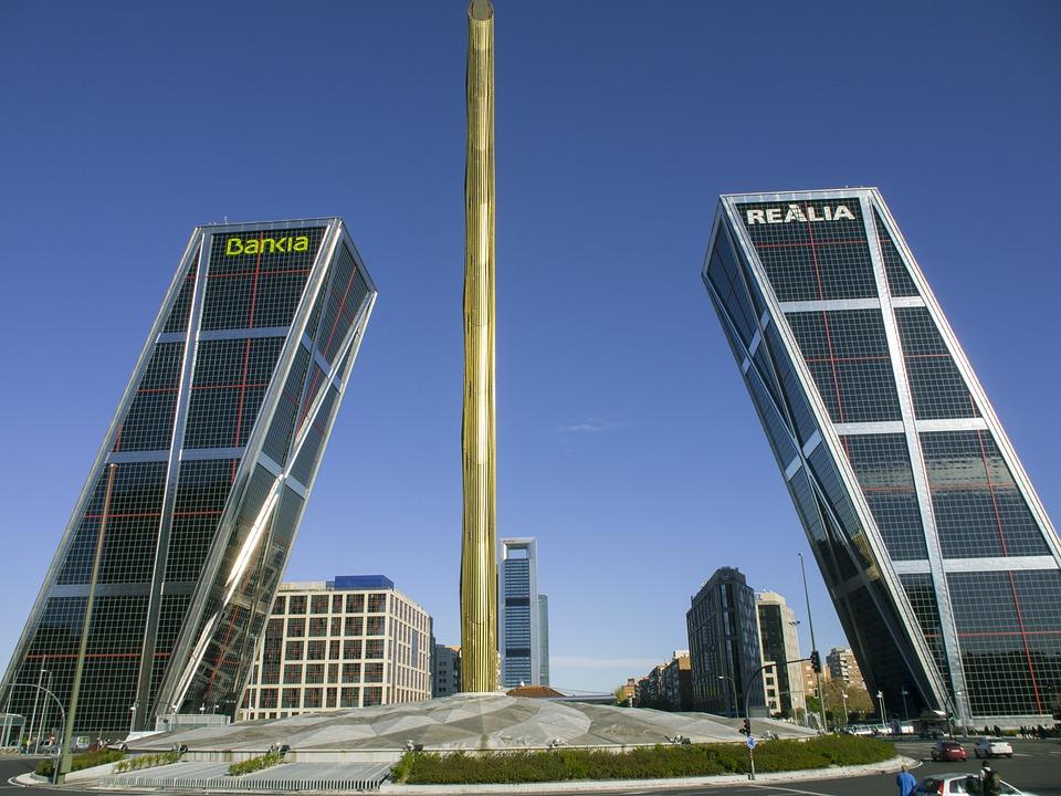 Gratis fotografie skjeve t rn madrid bygninger gratis for Edificio puerta real madrid