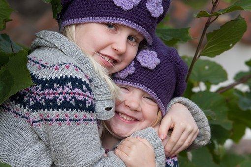 Kinder, Geschwister, Umarmung