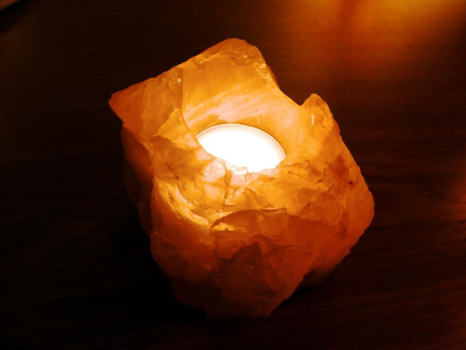 What does science say about Himalayan salt lamps?