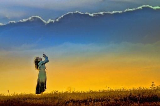 Puesta De Sol Niña Culto Campo La Oración