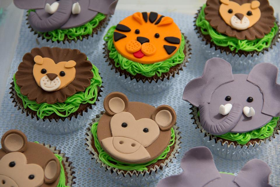 https://cdn.pixabay.com/photo/2015/01/03/02/22/cupcakes-587139_960_720.jpg