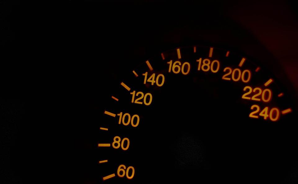 Velocímetro, Las Cifras Sobre El Velocímetro, Velocidad