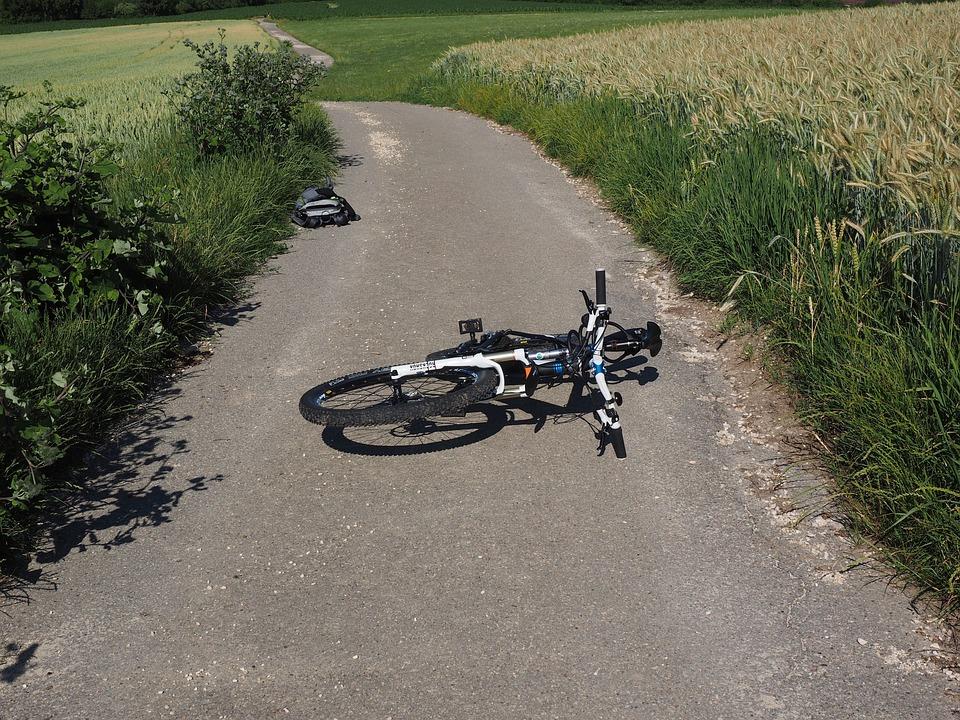 自転車, 事故, マウンテン バイク, 倒れた, 秋, 落ちる, バイク事故, 倒されました, 不幸, 転覆