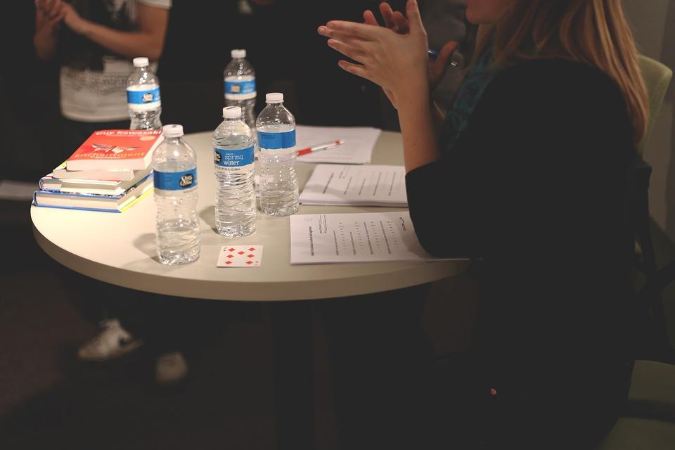 会議, テーブル, スタートアップ, 起動, 話, 説明, ブレーンストーミング, アイデア, 座っている